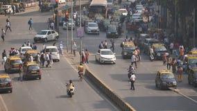 Mumbai Indien - December 17, 2018: Dagtrafik i staden av Mumbai india lager videofilmer