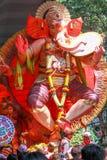 MUMBAI, INDIEN - SEPTEMBER 29,2012: Eifrige Anhänger bietet adieu zu Lord Ganesha als die zehn-Tag-langen hindischen Festivalende Stockbilder
