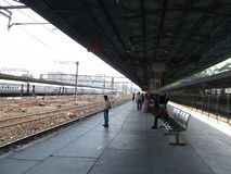 Mumbai local train platform Royalty Free Stock Photos