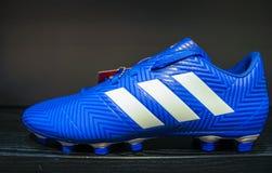 Mumbai, Maharastra/India-april-20-2019 Adidas-van de de laarzen de nieuwe aankomst van de voetbal blauwe kleur die op een geïsole stock foto's
