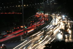 Mumbai-Skyline an Nachtrollendem Verkehr Lizenzfreie Stockbilder