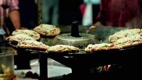 Mumbais Streetfood: Mini Pizzas stock videobeelden