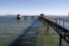Mumlar pir- och RNLI-livräddningsbåtstationen, Swansea royaltyfria foton