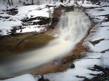 Mumlava rzeka w zimie, Krkonose, republika czech Obrazy Stock