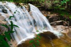 Mumlava-Wasserfall nahe der Stadt Harrachov Stockfotografie