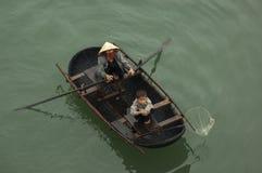 MUMMEL LÅNG BAY/VIETNAM - 13TH kvinna och barn för MARS 2007 vietnamesisk Royaltyfri Bild