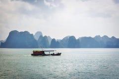 Mummel-lång fjärd, Vietnam Royaltyfria Foton