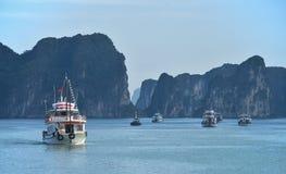 Mummel skäller länge - kryssningfartyget royaltyfri bild