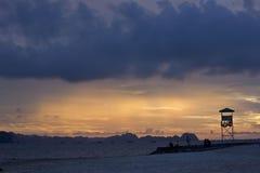 Mummel skäller länge solnedgången Royaltyfri Fotografi