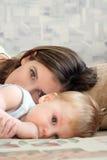 Mummia con il bambino Immagini Stock Libere da Diritti