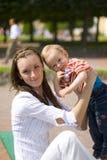 Mummia e bambino fotografie stock libere da diritti