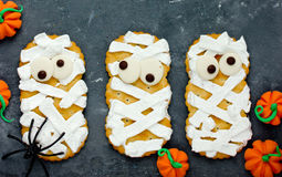 Mummy cookies with funny eyes Royalty Free Stock Photography