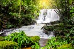 Mun Dang Waterfall en la estación fresca Tailandia de la lluvia del bosque profundo Fotografía de archivo libre de regalías