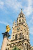 Munchen nytt stadshus Marienplatz Arkivbilder
