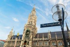 Munchen nytt stadshus Marienplatz Arkivbild