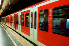 Munchen Untergrundbahn in der Bewegung stockbild
