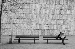 Muncher. Man reading a paper in Munich, and in the background, the jewish museum Royalty Free Stock Image