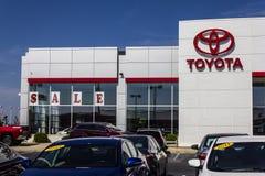 Muncie, ВНУТРИ - около август 2016: Местный автомобиль Тойота и дилерские полномочия SUV Тойота японский автомобилестроитель разм Стоковые Изображения RF