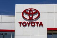 Muncie, ВНУТРИ - около август 2016: Местный автомобиль Тойота и дилерские полномочия SUV Тойота японский автомобилестроитель разм Стоковые Фото