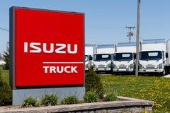Muncie - около апрель 2018: Isuzu едет на автомобиле дилерские полномочия тележки Isuzu японский изготовитель автомобиля неиндиви Стоковые Фото