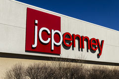 Muncie - около март 2017: Положение мола розницы JC Penney JCP розничный торговец одеяния и хозяйственных товаров VIII Стоковая Фотография