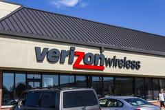 Muncie, ADENTRO - circa agosto de 2016: Ubicación VIII de la venta al por menor de Verizon Wireless Foto de archivo