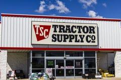 Muncie - cerca do setembro de 2016: Lugar do retalho de Trator Fornecimento Empresa A fonte do trator está listada em NASDAQ sob  Imagem de Stock