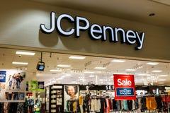 Muncie - circa agosto de 2018: JC Penney Retail Mall Location JCP es una ropa y un minorista del equipamiento casero IV fotos de archivo libres de regalías
