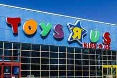 Muncie - Circa mars 2017: ` för leksak` R oss återförsäljnings- läge för remsagalleria ` För leksak` R oss är en dropp för barn`  Royaltyfria Foton