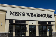 Muncie - circa marzo 2017: La posizione del centro commerciale di striscia di vendita al dettaglio del ` s Wearhouse degli uomini Fotografia Stock