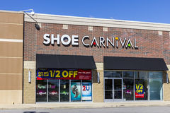 Muncie - Circa September 2016: Shoe Carnival Retail Strip Mall Location. Shoe Carnival Provides Family Shoes and Footwear I Stock Photography
