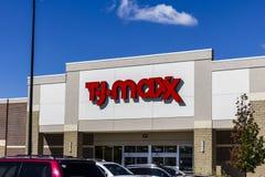 Muncie - circa septiembre de 2016: T J Maxx Retail Store Location III Fotos de archivo libres de regalías