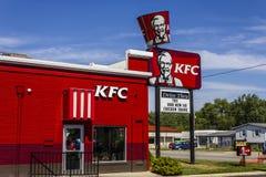 Muncie, DENTRO - cerca do agosto de 2016: Lugar de Kentucky Fried Chicken Retail Fast Food KFC é uma subsidiária de Yum! Tipos II Imagens de Stock