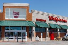 Muncie - Około Kwiecień 2018: Walgreens handlu detalicznego lokacja Walgreens jest Amerykańskim firmą farmaceutyczną II obrazy stock
