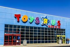 Muncie - Około Marzec 2017: Zabawki ` R ` My Detaliczna paska centrum handlowego lokacja Zabawki ` R ` My jest dziecka ` s zabawk Zdjęcie Stock