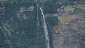 Mund des Wasserfalls stock footage