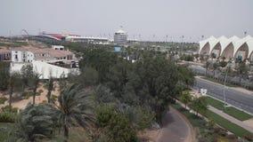 Mundo Abu Dhabi y Yas Marina Circuit de Ferrari en la isla de Yas en Abu Dhabi imagen de archivo libre de regalías
