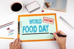 Mundo alimento dia o 16 de outubro Mesa de escritório com artigos de papelaria fotografia de stock