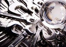 Mundo & chaves inglesas Imagens de Stock Royalty Free