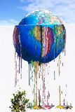 Mundo colorido que derrite - arte de la calle de la pintada, isla de Djerba, Túnez Imagen de archivo libre de regalías