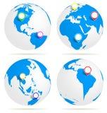 Mundo con el perno del mapa Foto de archivo libre de regalías