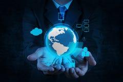Mundo da mostra 3d da mão do homem de negócios com cadeado Fotos de Stock Royalty Free