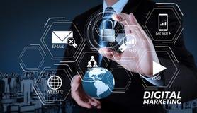 mundo da mostra 3d da mão do homem de negócios com o cadeado como o securit do Internet Imagem de Stock