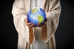 Mundo da terra arrendada de Jesus em suas mãos Imagem de Stock