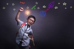 Mundo de aprendizaje de la inspiraci?n del ni?o en la educaci?n de la ciencia con la muchacha imagenes de archivo
