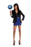 Mundo de equilíbrio da mulher nova na ponta do dedo Imagem de Stock