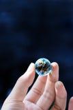 Mundo del asimiento de la mano pequeño Foto de archivo