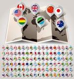 Mundo del mapa con las banderas. Sistema grande del papel Fotos de archivo