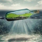 Mundo dentro da garrafa Fotografia de Stock Royalty Free
