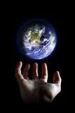 Mundo em suas mãos Imagens de Stock Royalty Free